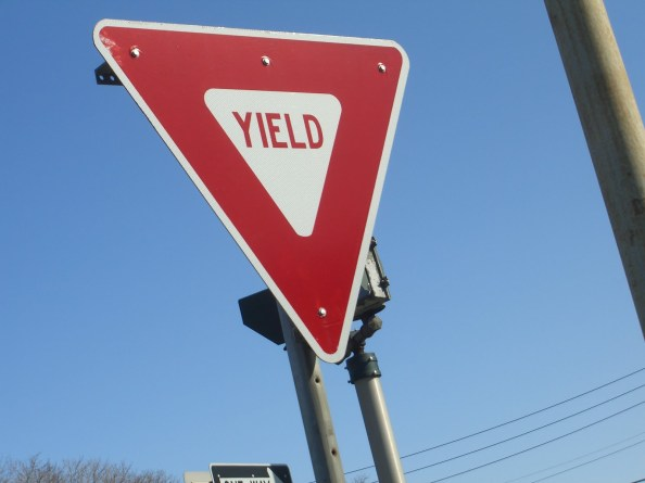 Yiled sign